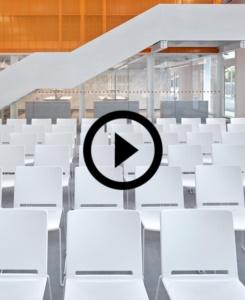 Chaises Multi pour le nouveau centre culturel