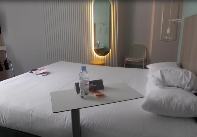 Sibì tables dans IBIS Hotel au Nice