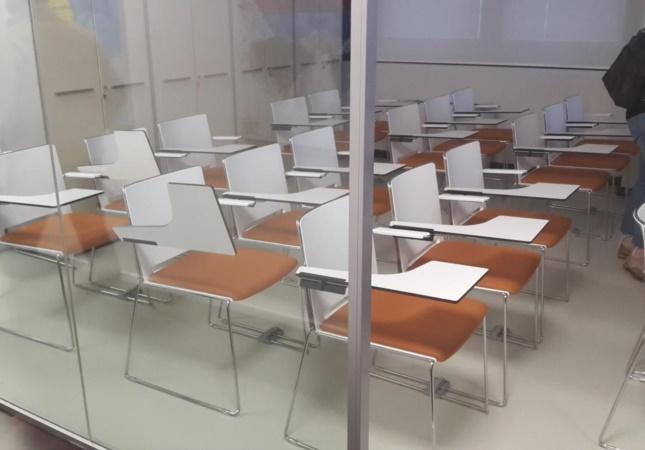Salle de formation avec les chaises Multi avec tablette écritoire